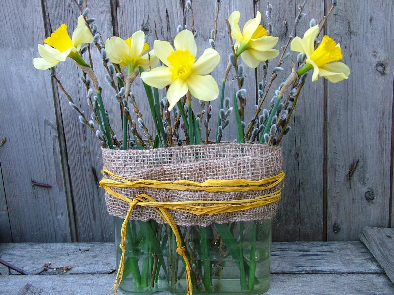 Húsvéti dísz készítése nárcisszal